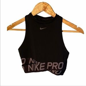 Nike Pro Intertwist Crop Top